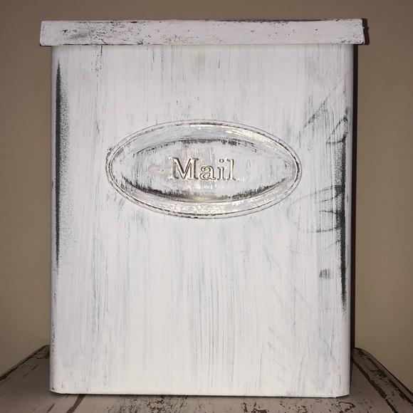 Metal Farmhouse Mailbox